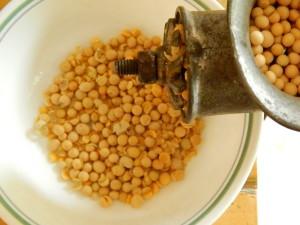 Dehulling soy beans
