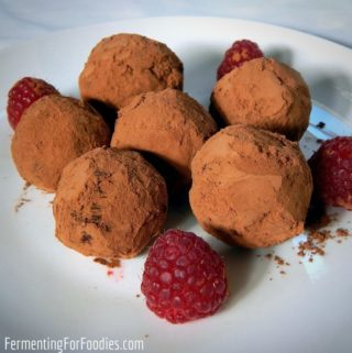 Fermented and probiotic chocolate truffles, simple homemade recipe.